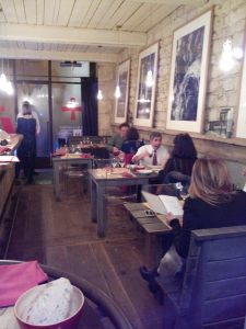 bar-a-truffes-peyrassol-paris-salle